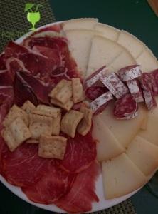 Medio plato de ibéricos y quesos variados